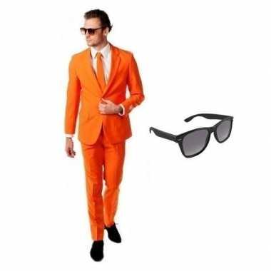 Oranje heren carnavalspak maat 56 (3xl) met gratis zonnebril